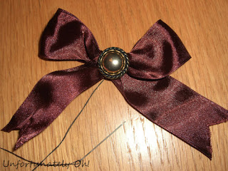 bead and bow necklace