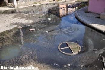 aguas negras afectan varias personas