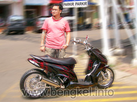 Modifikasi motor: Honda Vario 2001 Low Rider - Red Hot