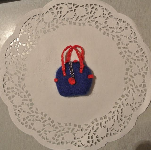 брошка-сумочка валяная
