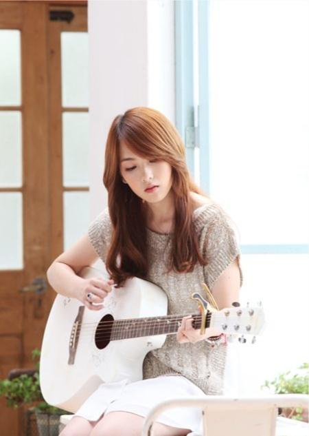 Jiyoung KARA Belajar Gitar