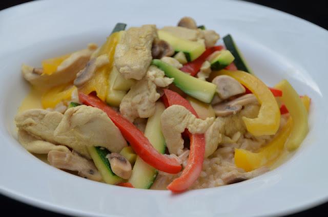 kylling i karry med kokosmælk og grøntsager