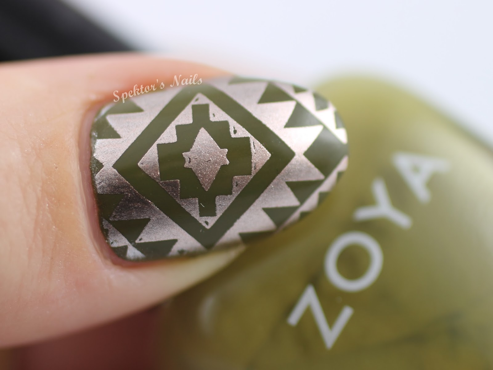 MoYou London Explorer Plate 26 feat. Zoya - Dree & Essie - Penny Talk