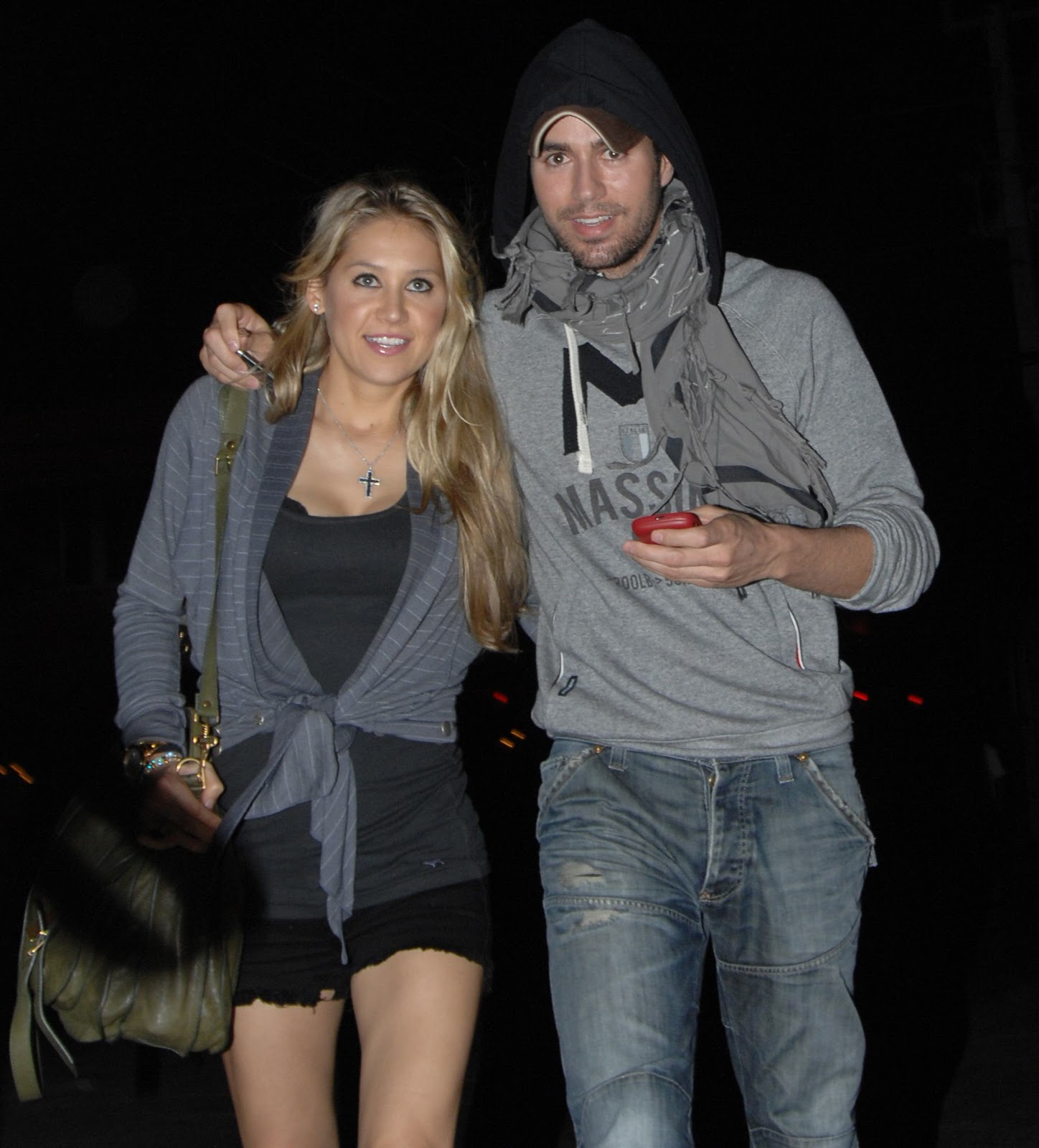 http://3.bp.blogspot.com/-KEaUQkTM2f4/TsC_hPAFvkI/AAAAAAAAEbY/1L3WN6gjmXI/s1600/26055_Anna_Kournikova_Leaving_the_South_Beach_Restaurant_in_Miami_Beach_November_12_2011_05_122_165lo.jpg