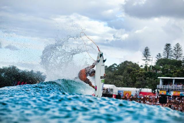11 Quiksilver Pro Gold Coast 2015 Filipe Toledo Foto WSL Kelly Cestari