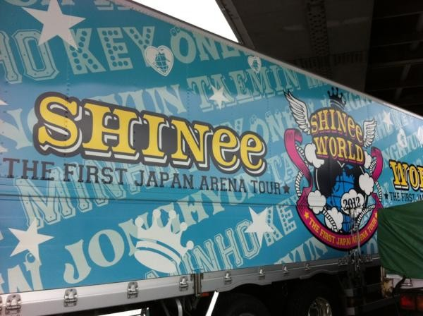 SHINee van at First Japan Arena Tour Fukuoka
