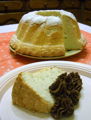 angel cake al cocco con chibouste al cioccolato e arancia