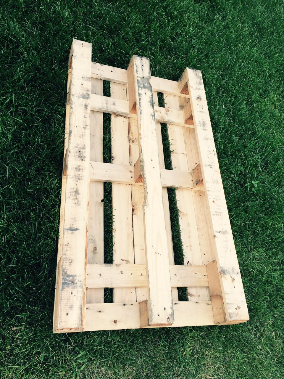 Our piece of split house diy portable wood pallet table for Movable pallets