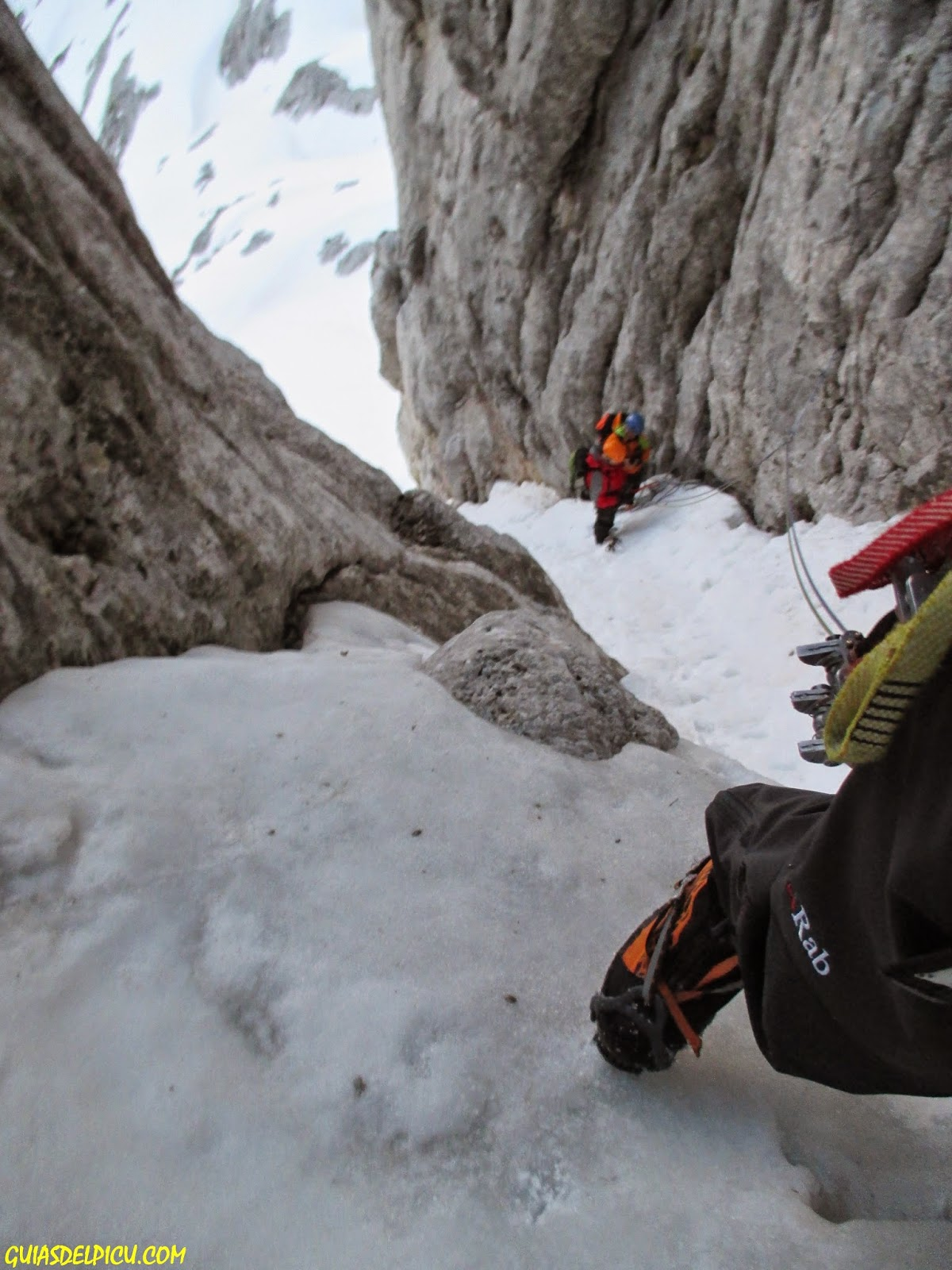 Rab calibre pant,Guias de montaña guiasdelpicu, especialista en los Picos de Europa , escalar corredores con guia