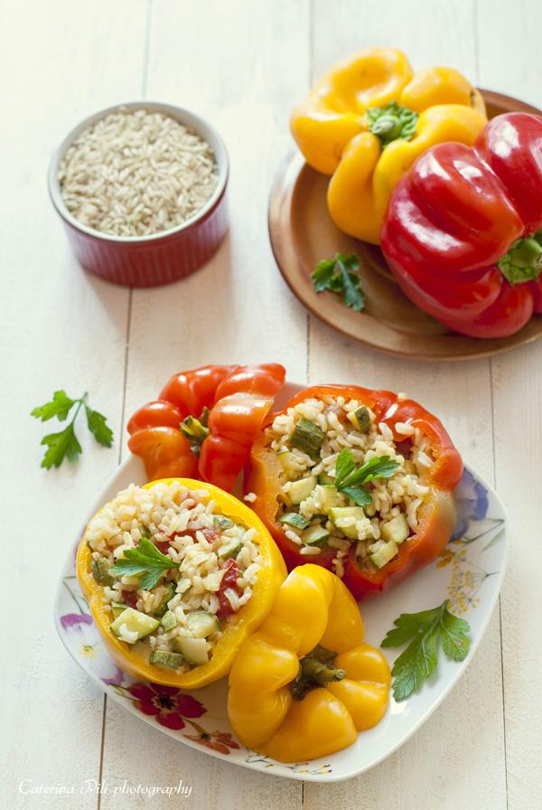 Peperoni ripieni con riso integrale e verdure cotti a vapore nel Varoma ,ricetta light vegana