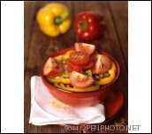 sałatka z papryki i pomidorów