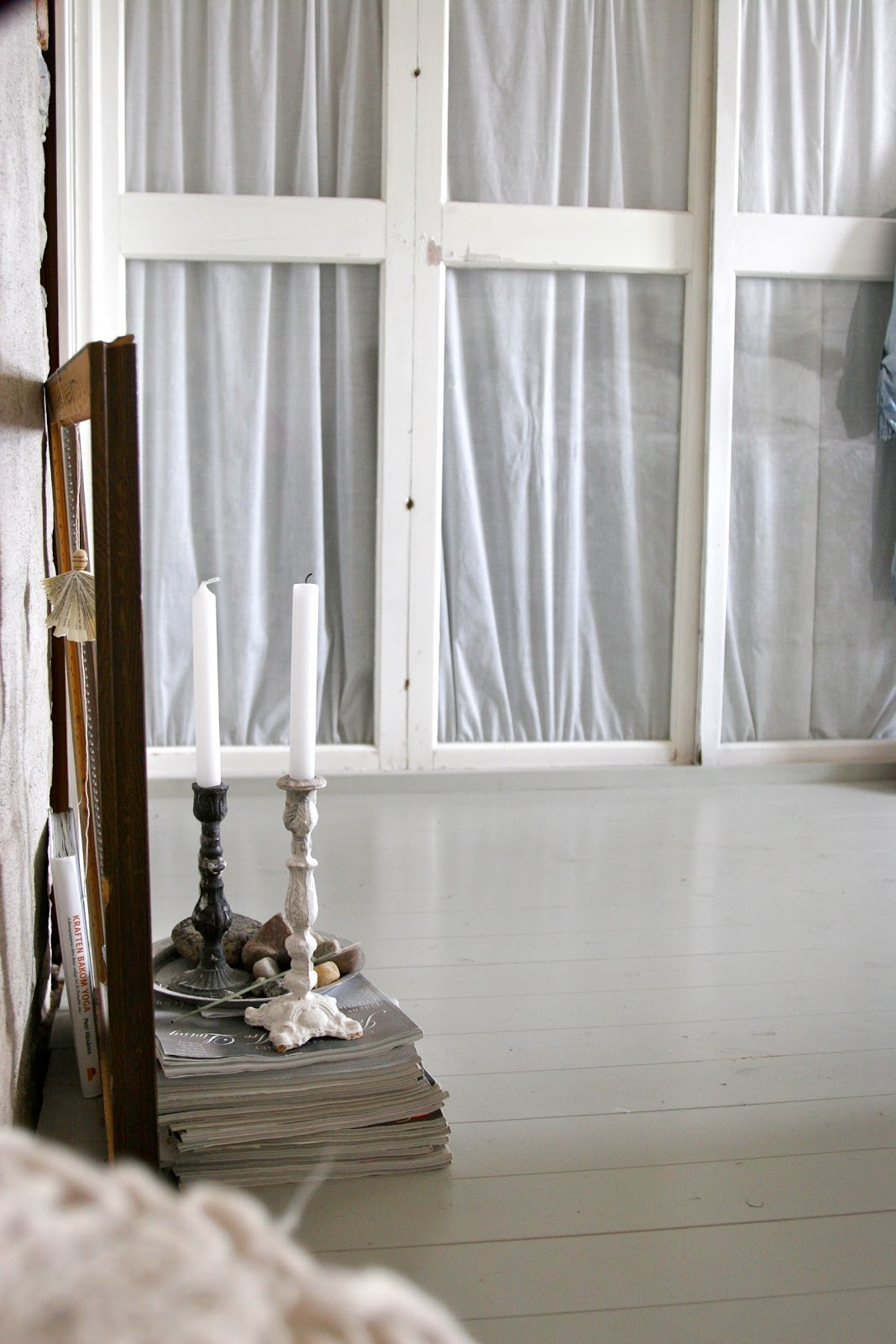 i mari: Garderober av gamla fönster