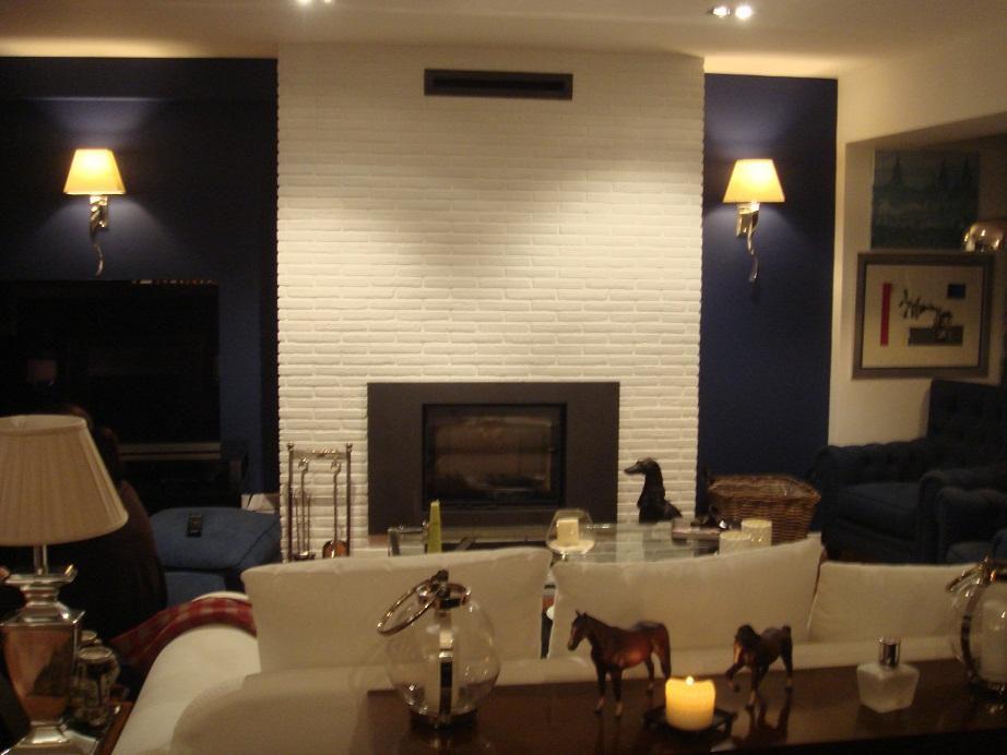 Kasakalida decoracion y viajes un sal n con chimenea - Decoracion de salones con chimenea ...