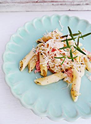 Zapiekany makaron z wędzonym łososiem