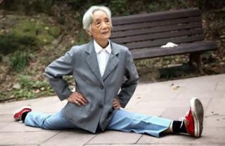 Nenek 86 Tahun Split