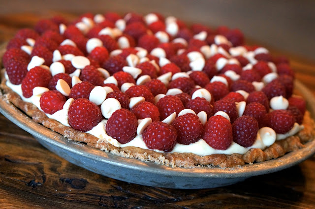 Blind Bake Pie Crust, heavy whipping cream vs. whipping cream,Jell-o Vanilla Pudding and Pie Filling, White Chocolate Raspberry Pie, Super Bowl 2015.,