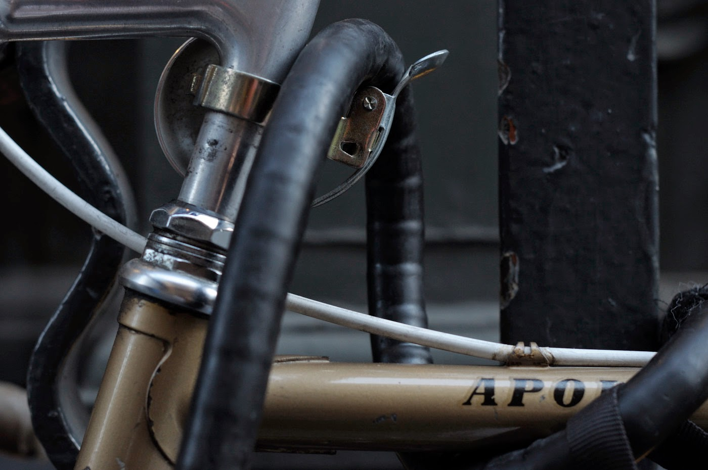 Bespoke, vintage, custom, Tim Macauley, The Biketorialist, The Light Monkey Collective, Melbourne, flinders lane, bicycle, road bike, Apollo, bike, setup, shimano, 600, groupset, decal, headset, sticker