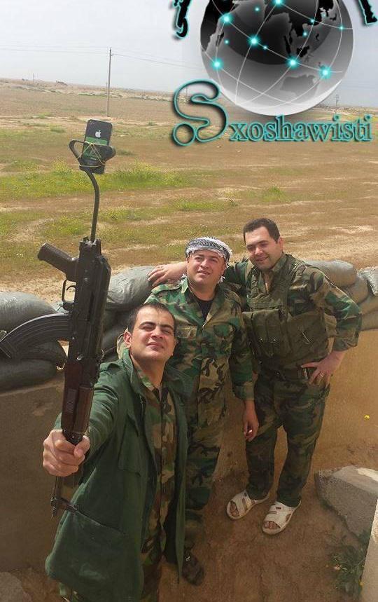 Conflcito interno en Irak - Página 3 Peshmerga%2Bimprovised%2Bselfie%2Bstick%2Bon%2Bthe%2Bfront%2Bline%2Bin%2BIraq