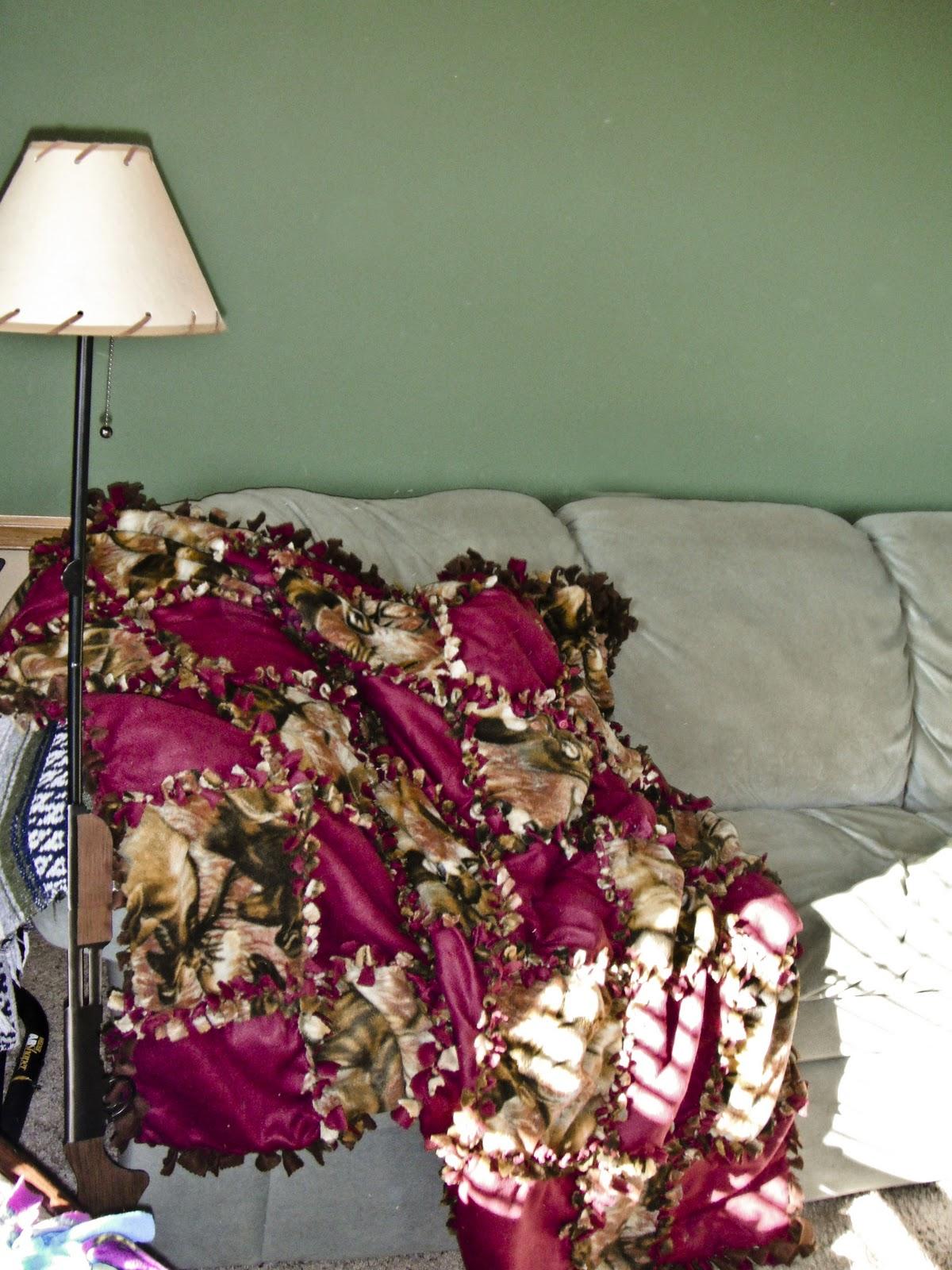 Simply In A Fish Bowl: Quilt Block Fleece Tie Blanket Tutorial : tied fleece quilt - Adamdwight.com