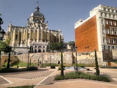 Catedral de la Almudena desde el Parque Mohamed I