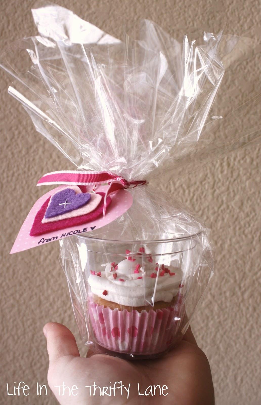 http://3.bp.blogspot.com/-KH-li7hHaSg/Tw9Nr8RSLgI/AAAAAAAAC_M/U2tJKNPZI7s/s1600/vday+cupcake1.jpg