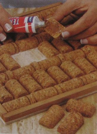 C mo hacer una bandeja con corchos manualidades paso a paso materiales y t cnicas - Alfombra de corchos ...