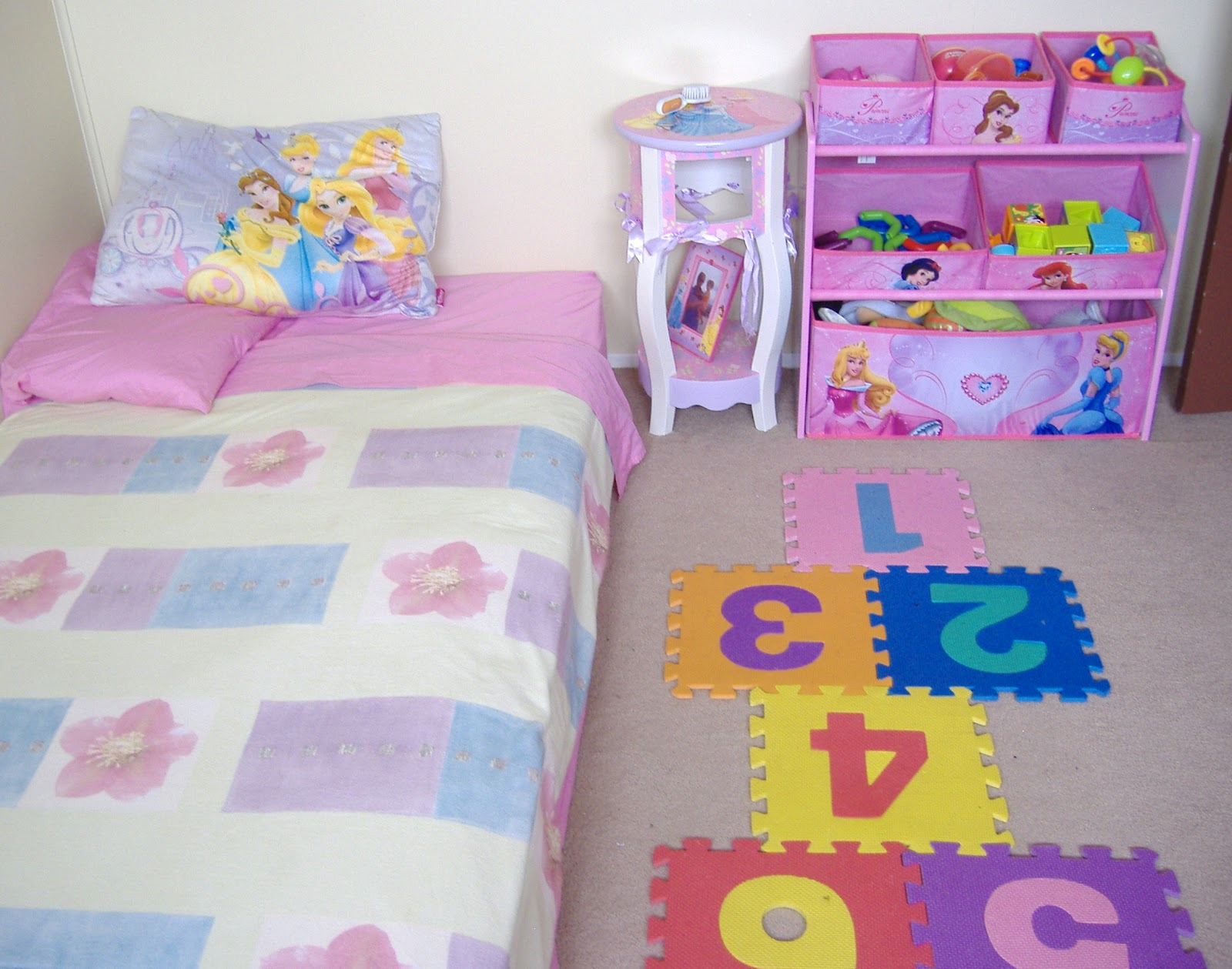 It 39 s her world ceecee 39 s montessori ish bedroom - Camitas para ninos ...