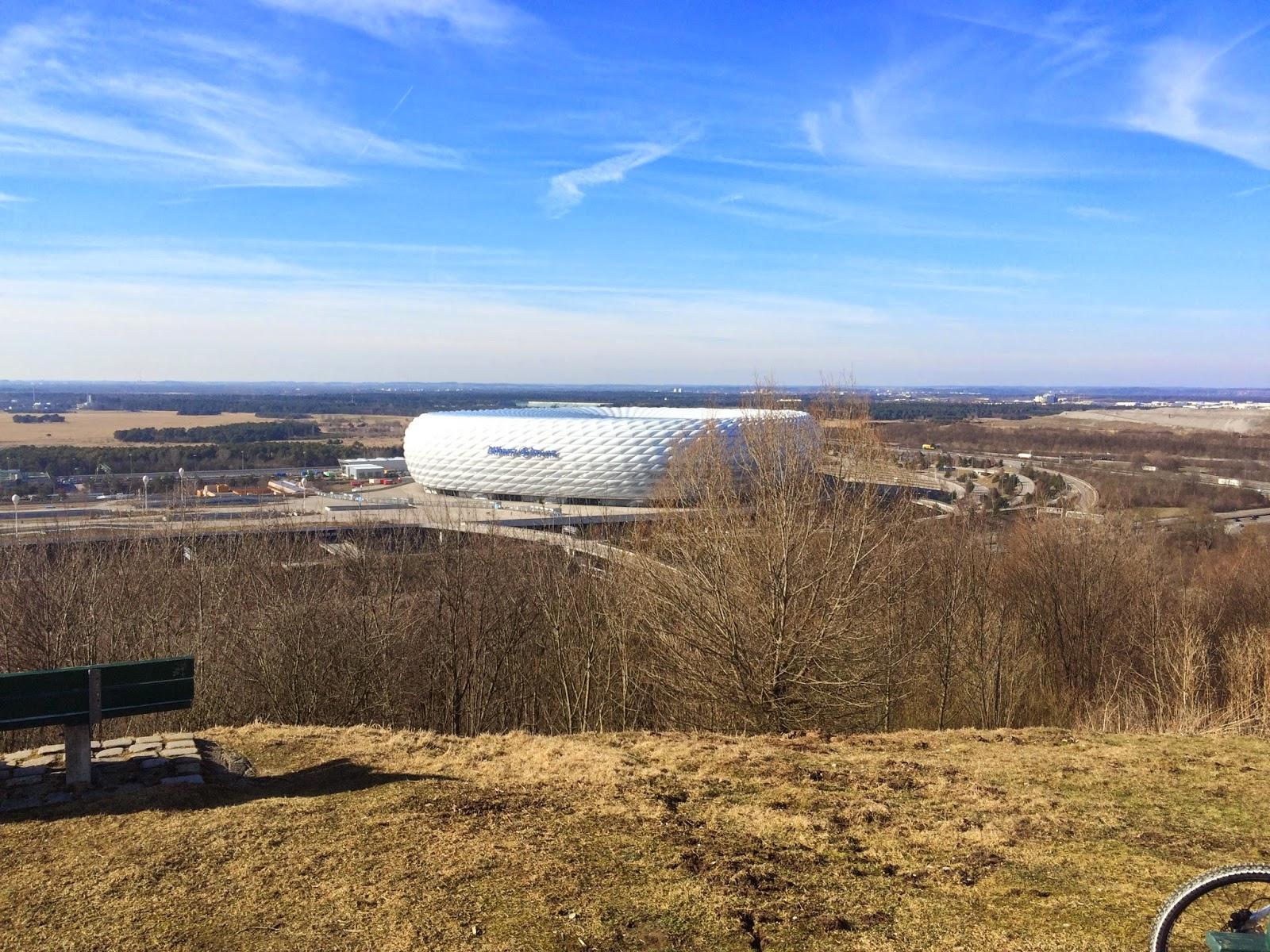 Blick auf Arroganz Arena vom Müllberg