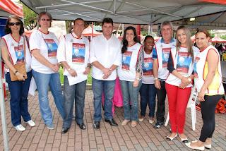 Prefeito Arlei e Secretário Municipal de Trabalho, Emprego e Economia Solidária, Lucas Bonifácio, com a equipe coordenadora da Feira