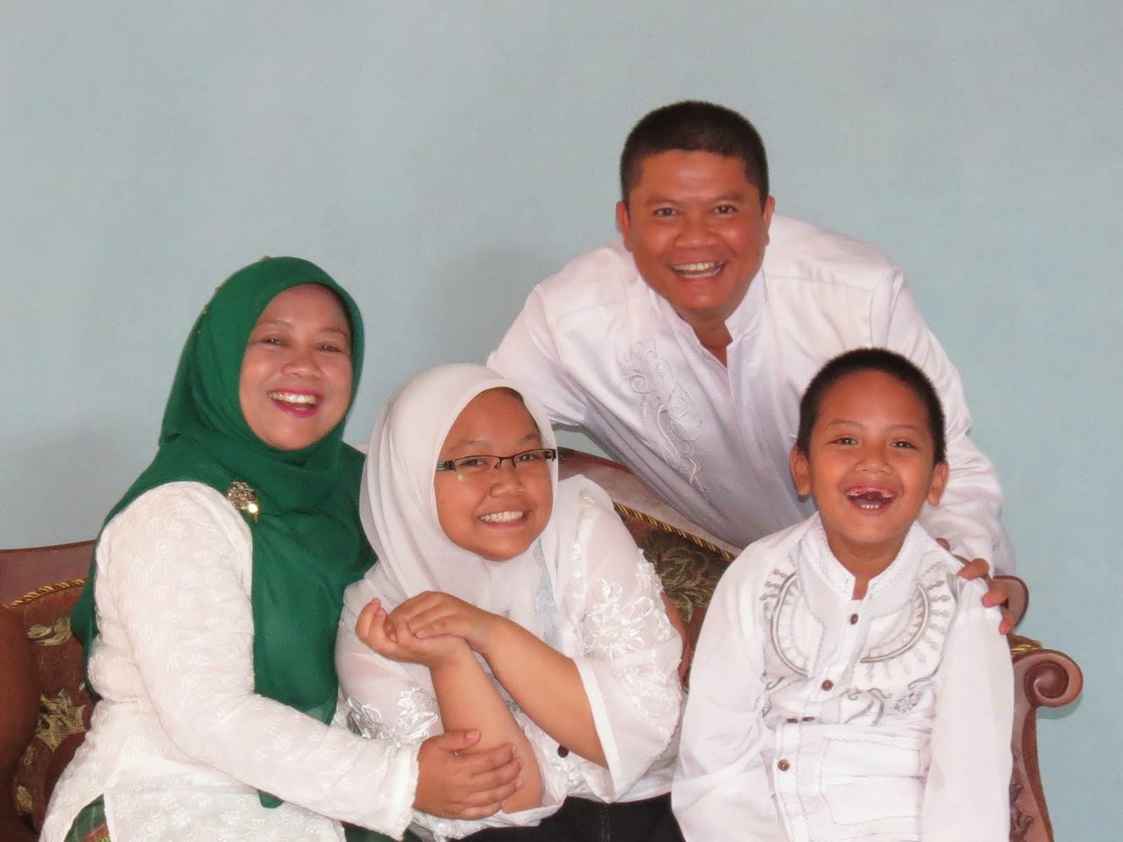 Bersama Keluarga. 2012