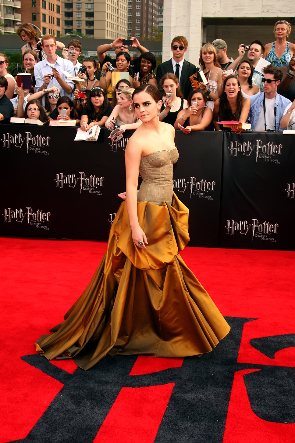 Emma Watson in Beautiful Dress HD Wallpaper - emma watson in beautiful dress wallpapers