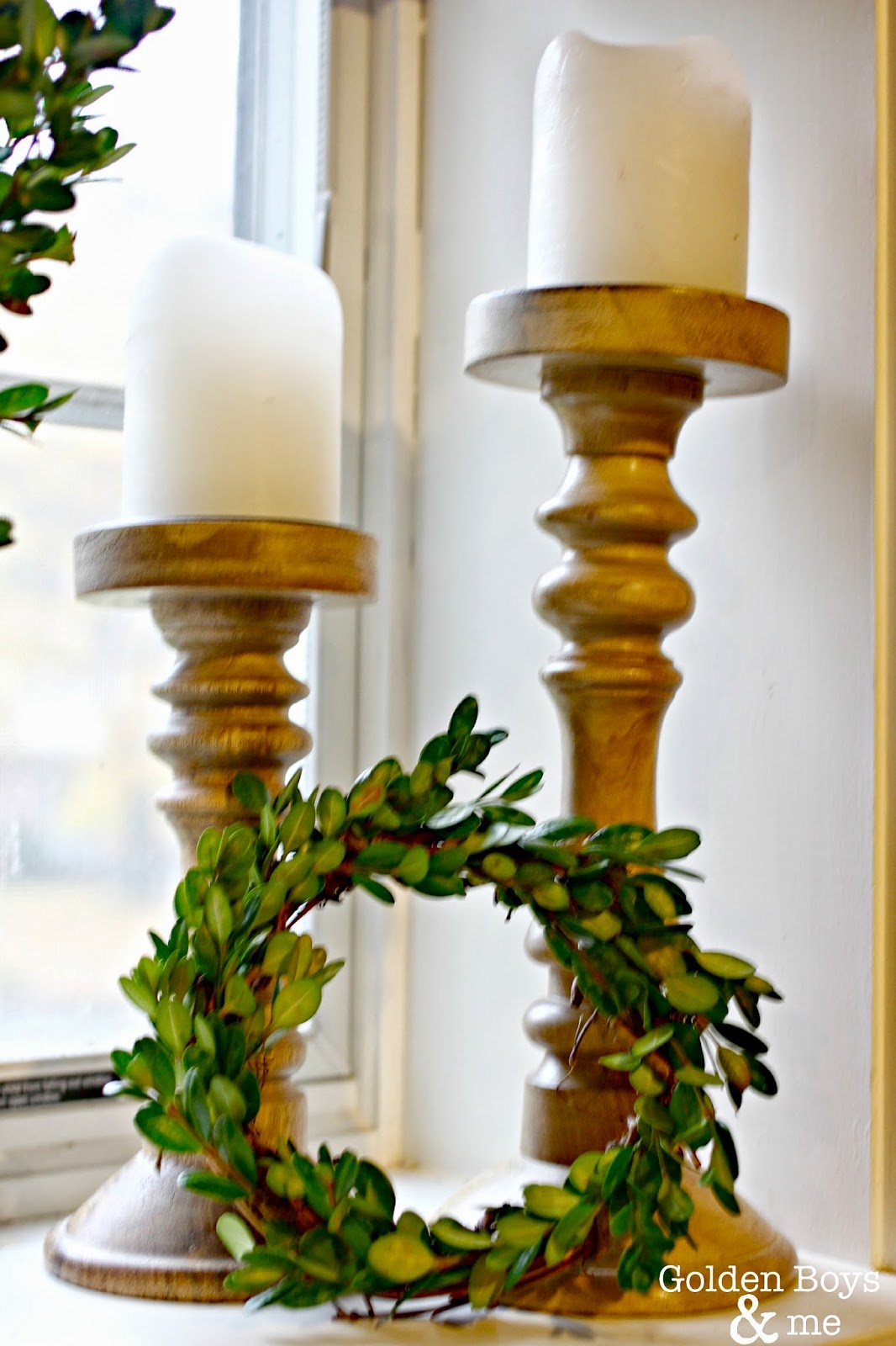 DIY small boxwood wreath with wooden candle holders-www.goldenboysandme.com
