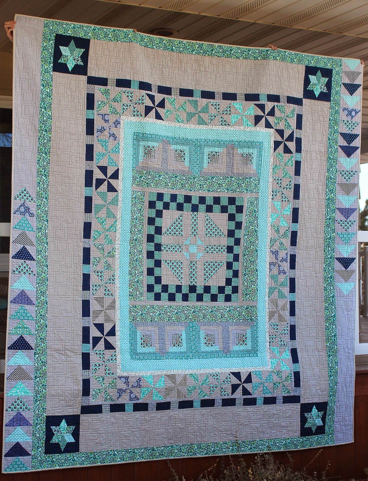 Round robin quilt made in navy and aquas
