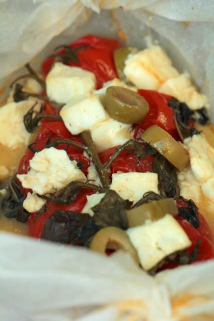 Papillotes de tomates , feta , basilic et olives
