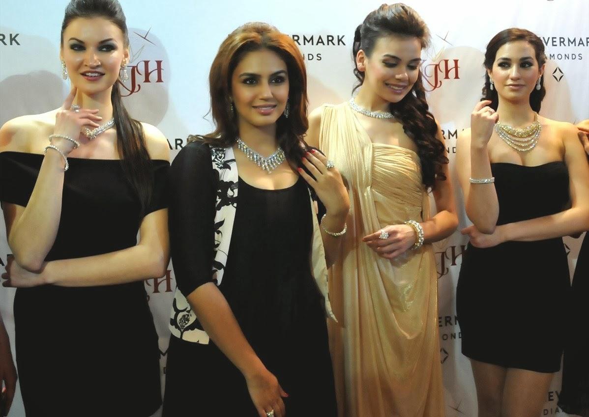 http://3.bp.blogspot.com/-KIn5LN1CPaM/UwEodRvGaoI/AAAAAAAAlFA/XNvn5o6LbqY/s1600/Huma+Qureshi+during+a+promotional+event+at+Amritsar+(1).JPG
