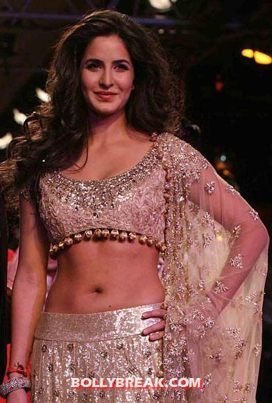 Katrina kaif Delhi Couture Fashion Week  - (4) - Katrina kaif Navel Show - Delhi Couture Fashion Week 