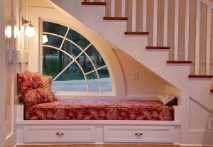 Desain Interior Ruang Di Bawah Tangga