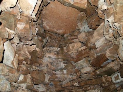 Detall de l'interior de la falsa cúpula de la barraca nº 3