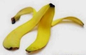 gigi putih alami dengan kulit pisang