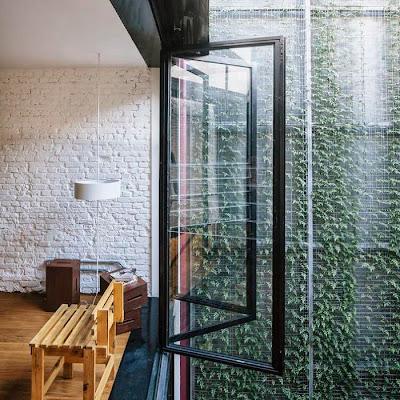 Vertical Garden Di Tengah Ruangan Kantor 2