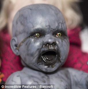 Heboh | perempuan dengan 500 Boneka Setannya di blog foto telanjang ...