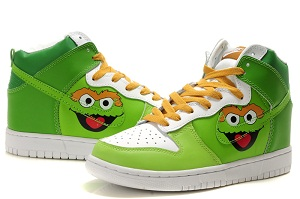 Here you will be loved in this cute nike sesame street shoes about the  oscar the grouch dunks.It is in green and white outlooking and in high heel  dunks.
