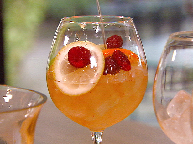 Cocktails with fresh fruits
