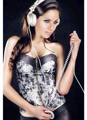 http://3.bp.blogspot.com/-KK5Hrtk7GK4/Uqwfmqsw-2I/AAAAAAAAARc/5EHuusCfa4o/s1600/DJ_Chantal_Dewi.jpg