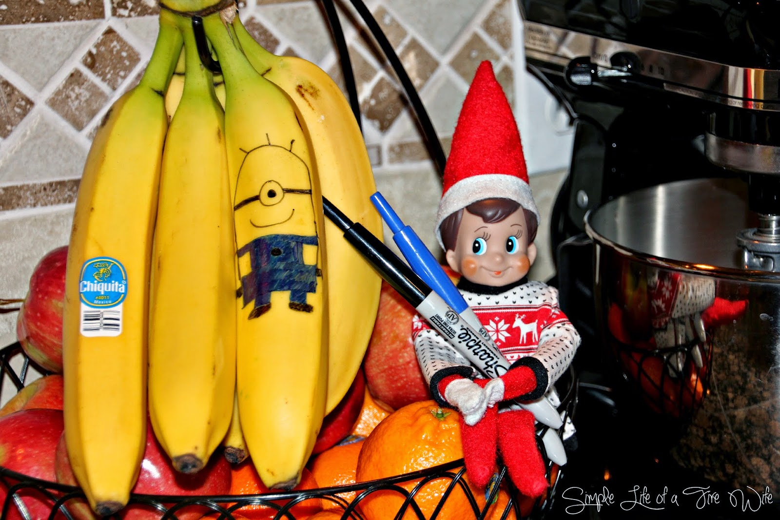 Simple Life of a Fire Wife: Elf on the Shelf: Minion Banana