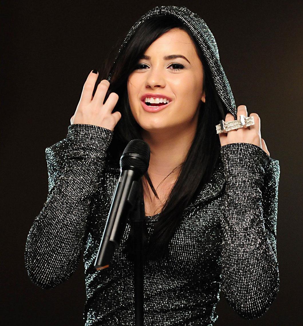 Demi Lovato Wallpaper: HD Wallpapers (High Definition)