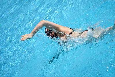 Reduce riesgo de cáncer nadando