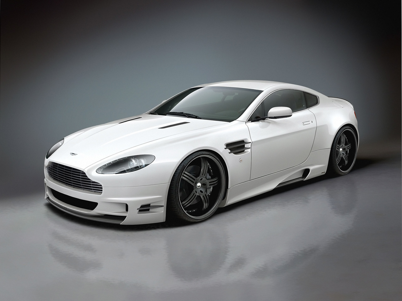 http://3.bp.blogspot.com/-KKXIAZ7mfzM/Tt6bJhUBgYI/AAAAAAAAAwo/A38Mb6ktIpM/s1600/White+Aston+Martin+Wallpaper.jpeg
