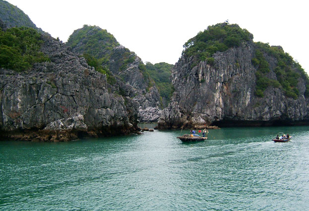 Cat Ba Spanning Island