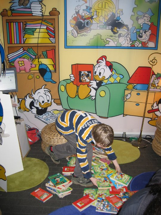 http://3.bp.blogspot.com/-KKb84QeW5Uo/UEUOWV3UjTI/AAAAAAAAKvE/2-HHwycX7VE/s1600/painel+Disney.jpg